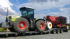 Перевозка трактора и сеялки на одном трале